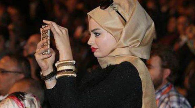 Erdoğan hayranı kadın ilgi odağı oldu
