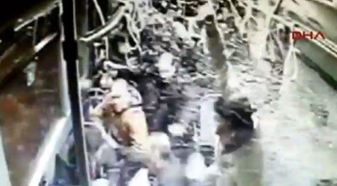 Metrobüs kamerasından kaza anı