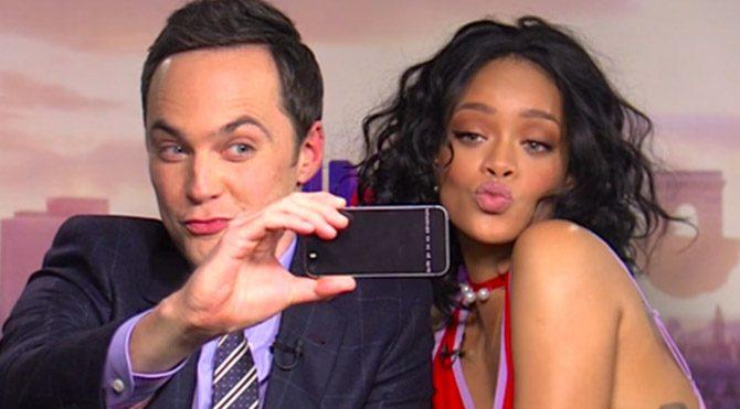Rihanna'dan selfie dersi