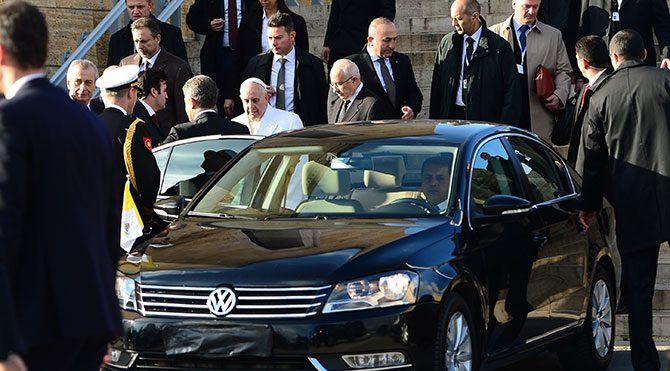 İstanbul trafiğinde Papa engeli
