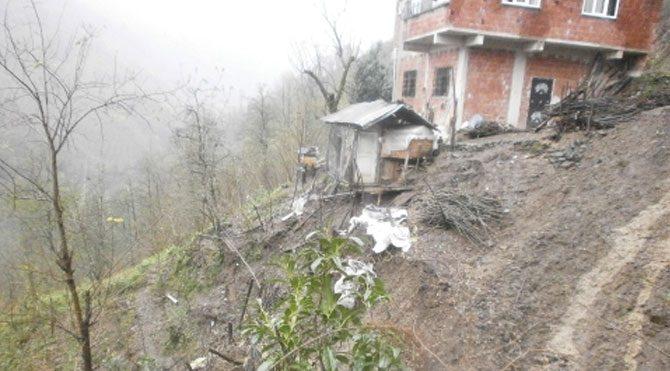 Evi yıkılmak üzere olan vatandaş muhatap bulamıyor