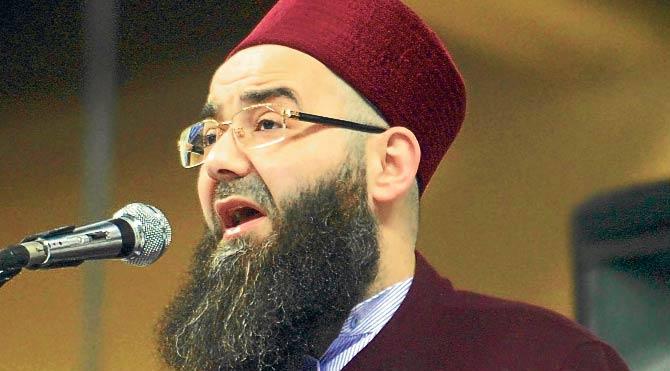 Cübbeli Papa'yı İslam'a davet etti