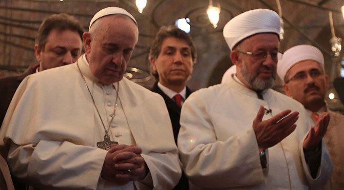 Papa Francesco Sultanahmet Camii'nde dua etti