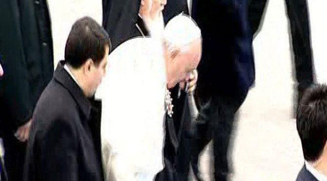 Papa düşme tehlikesi geçirdi!