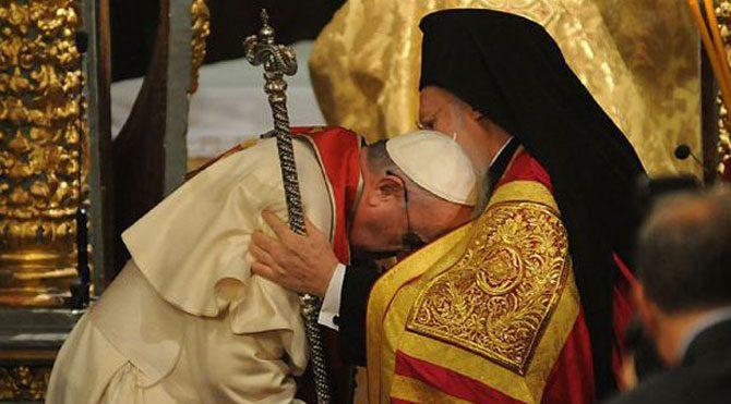 Papa ziyaretine damga vuran o an!