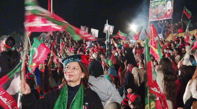 Pakistan'da İmran Khan rüzgarı!