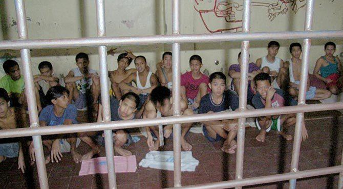 Papa ziyareti öncesi Filipinler'de sokak çocukları hücrelere konuldu
