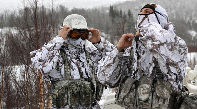 Çıplak koşturulan askerler donmaktan son anda kurtuldu
