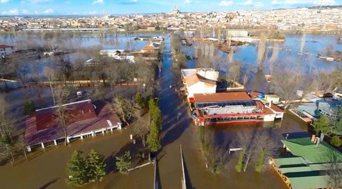 Edirne'de son durum: Meriç taştı, Edirne sel altında kaldı!