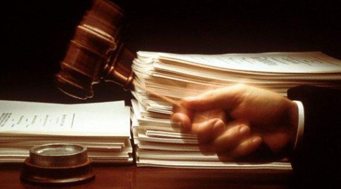 Ölen kocasına boşanma davası açtı