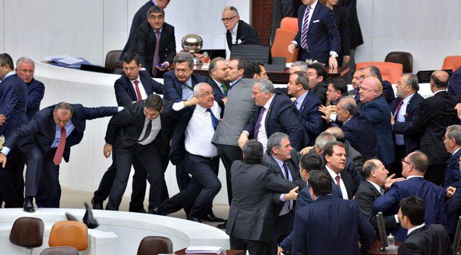 Davutoğlu AKP'li yok dedi ama!