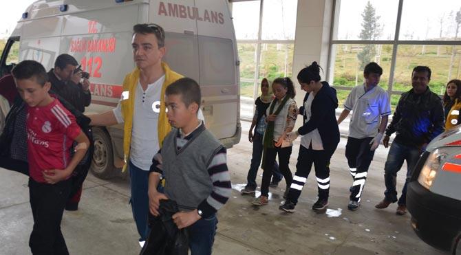 Öğrenci servisi kaza yaptı: 14 yaralı