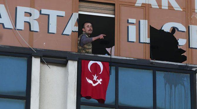AKP binasına silahla girdi!