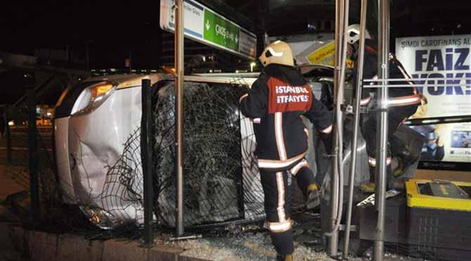 Araç, metrobüs durağına uçtu