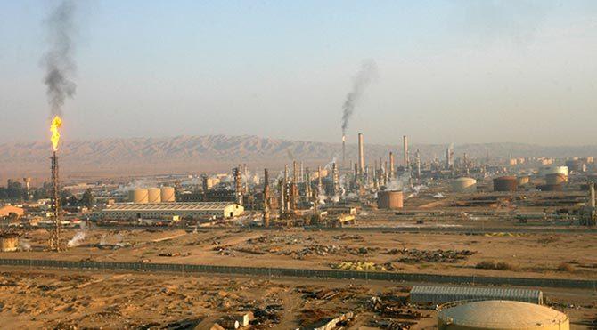 IŞİD Irak'ın en büyük petrol rafinerisini tahrip etti