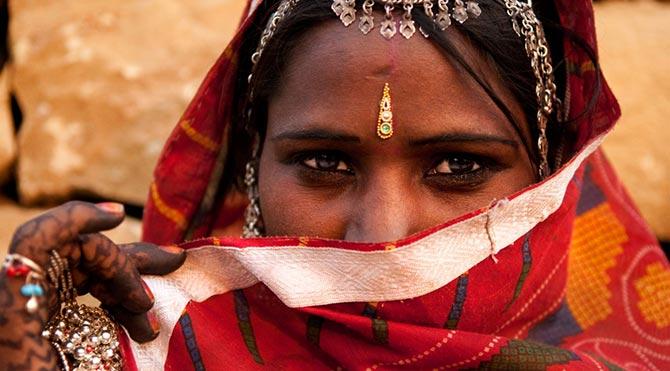 Hintli kadına toplu tecavüz