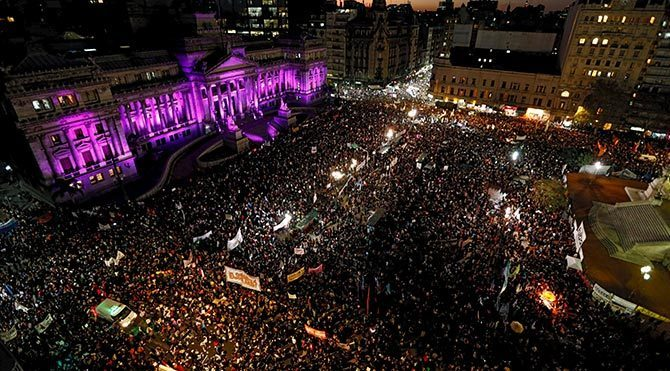 Arjantin'de kadınlar sokaklara döküldü