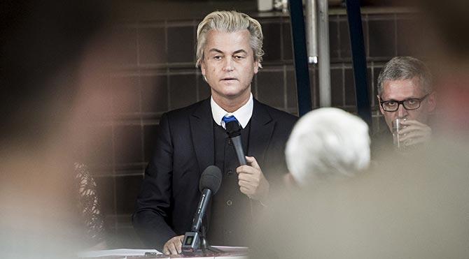 Wilders İslam karşıtı karikatürleri yayınladı
