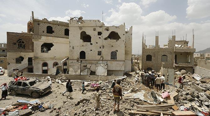 Yemen'de hava saldırıları sürüyor