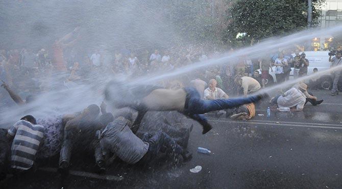 Ermenistan'daki eylemler Türkiye sınırına sıçradı
