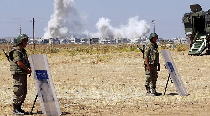 YPG, Kobani'de IŞİD militanlarının bulunduğu binayı patlattı
