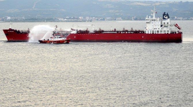 Yolcu gemisi ve tanker çarpıştı