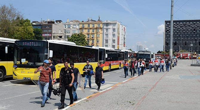 LGBTİ Onur Yürüyüşü öncesi Taksim'de yoğun güvenlik önlemi