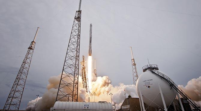 SpaceX Falcon 9 roketi havada infilak etti