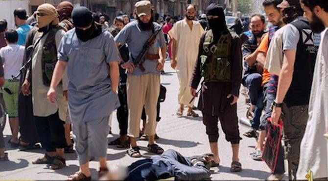 IŞİD, ABD'nin kararına tepki olarak 4 eşcinseli infaz etti