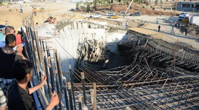Expo'da inşaat çöktü: 4 yaralı