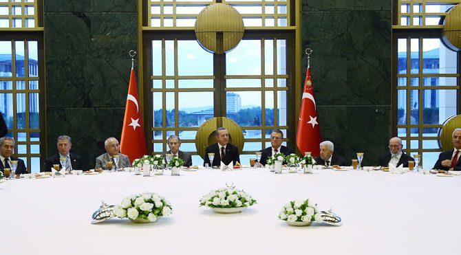 Erdoğan'dan eski vekillere iftar