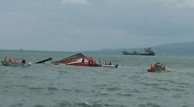 Filipinler'de 173 yolcu taşıyan feribot alabora oldu