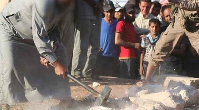 IŞİD Palmira'da heykelleri parçaladı