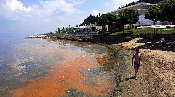 Mavi bayraklı plaj kırmızıya döndü
