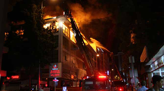 İzmir'de korkutan yangın