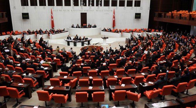 Davutoğlu, Erdoğan'ı geride bıraktı