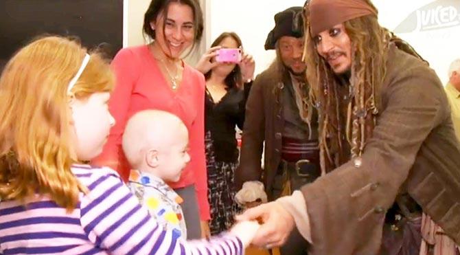 Johnny Depp'ten hasta çocuklara sürpriz