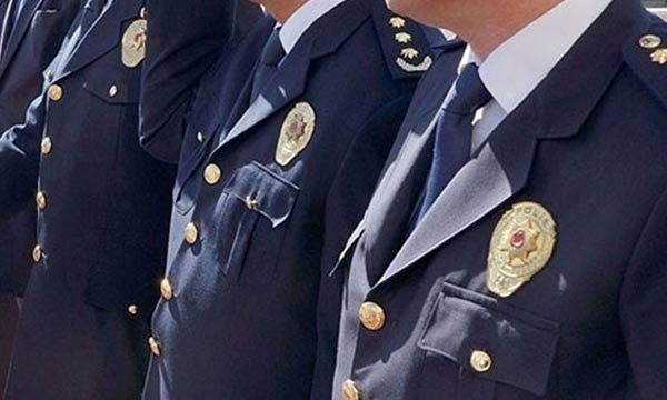Polis sınavında kelepçeli isyan