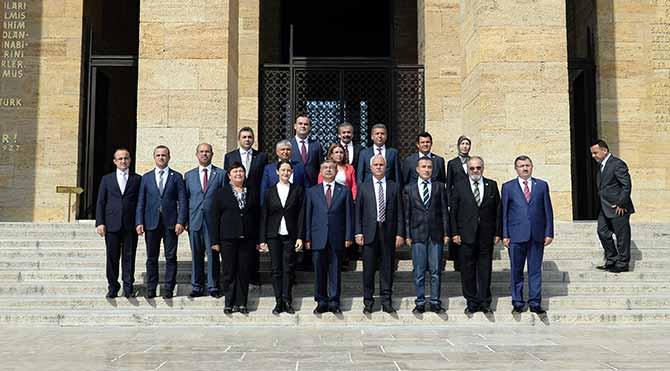 CHP, MHP ve HDP'den ilk kaçak saray boykotu