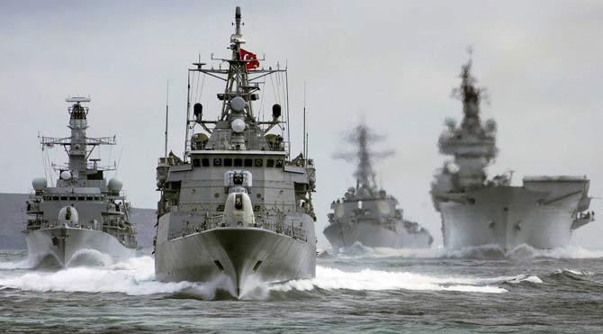 Donanmada komutan kalmadı