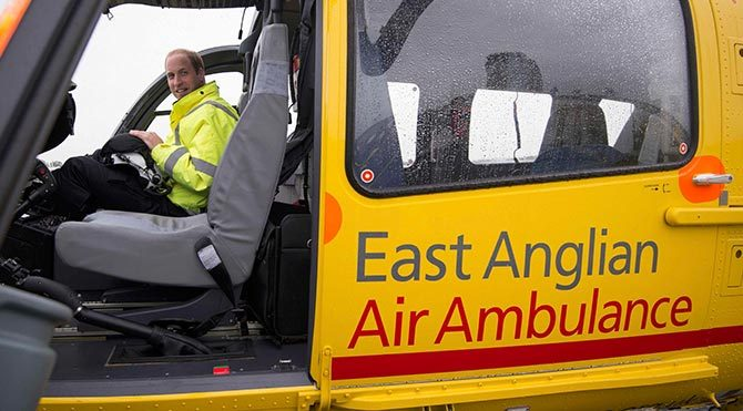 Prens William ambulans pilotu oldu