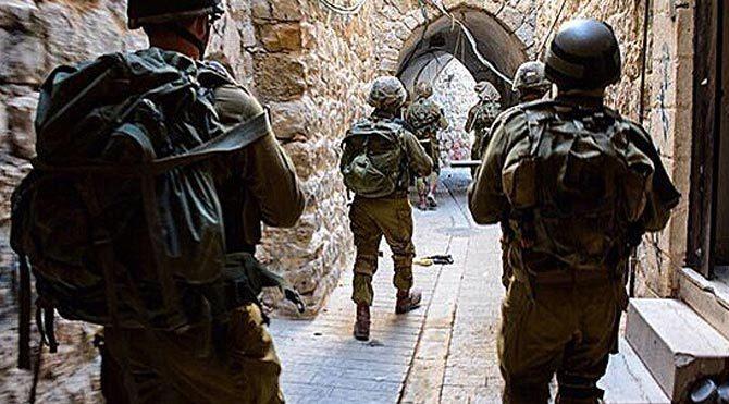 Batı Şeria'da 5 Filistinli gözaltına aldı