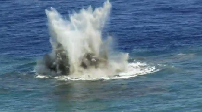 Okyanusun altında yanardağ patlaması!