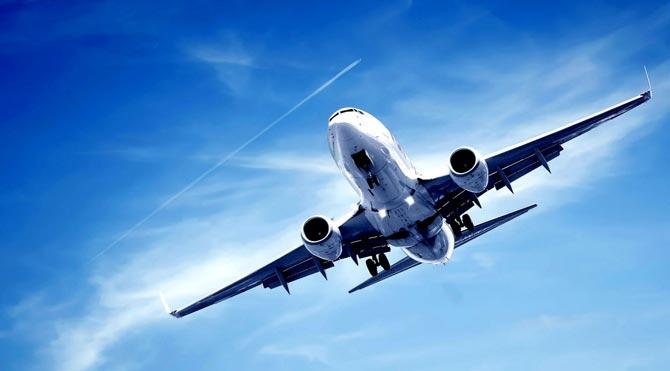 İniş sırasında lastiği patlayan uçağın yolcuları dehşeti yaşadı!