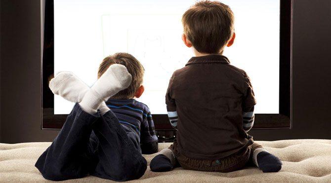 Televizyon çocuklarda obeziteyi tetikliyor