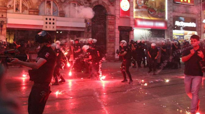Taksim'de Suruç protestosuna müdahale