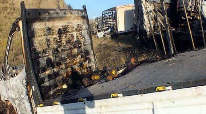 PKK çok sayıda aracı ateşe verdi