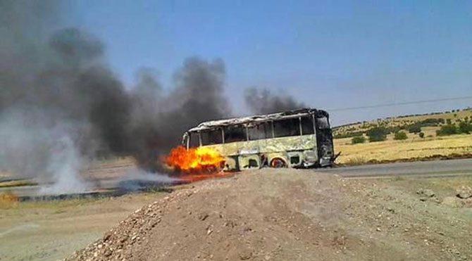 PKK yol kesti, araç yaktı