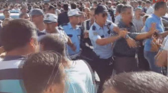 Şehit töreninde AKP protestosu