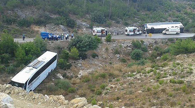 Yolcu otobüsü devrildi: 20 yaralı!